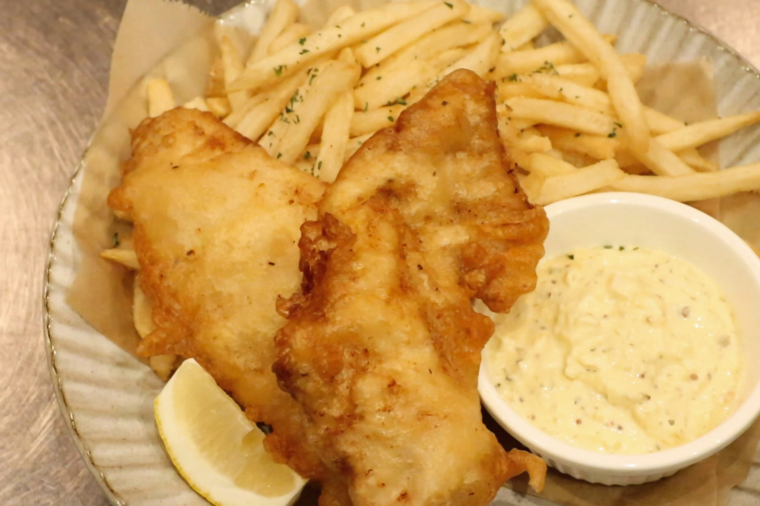 https://www.milkbar.jp/wp/wp-content/uploads/2020/08/food_fish-chips-scaled.jpg