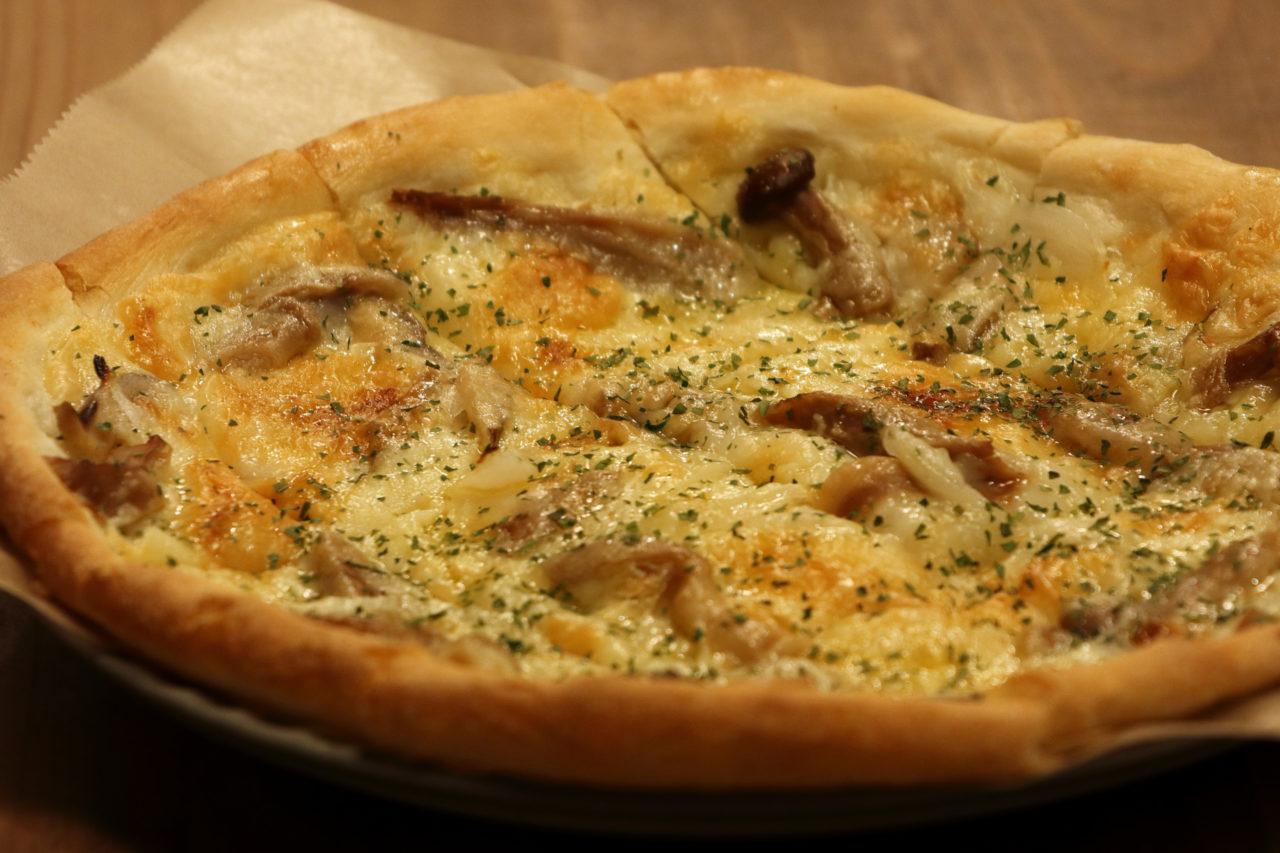 https://www.milkbar.jp/wp/wp-content/uploads/2020/08/food_pizza-1280x853.jpg